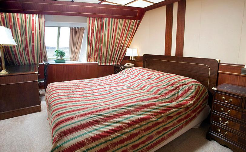 cinderella-suite-08128-812x501